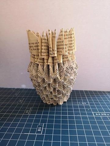 Gör en vas av bokpapper i 3D-origami style
