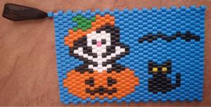 Halloweeninspirerat grytunderlägg á la peyote-teknik
